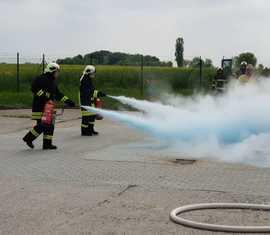 Brandbekämpfung einer in Brand geratenen Hochdruckgasleitung