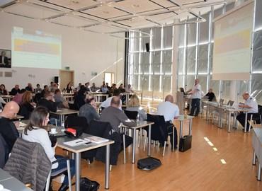 Eröffnung des Fachseminares Ölspuren auf Verkehrsflächen durch den Leiter des Sachgebietes Brand- und Katastrophenschutz des Landkreises Spree-Neiße Wolfhard Kätzmer