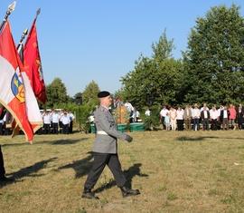 Abschreiten der Formation mit Fahne