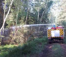 Beim Brandeinsatz in der Lieberoser Heide treffen die verschiedensten Einheiten der Feuerwehren des Landes Brandenburg zusammen.