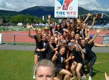 Die Mädels des Team Brandenburg in der Wettkampfstätte Stadion Lind.
