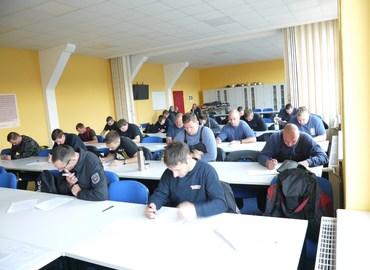 Schriftliche Prüfung im Katastrophenschutzzentrum des Landeskreises Spree-Neiße in Forst (Lausitz)