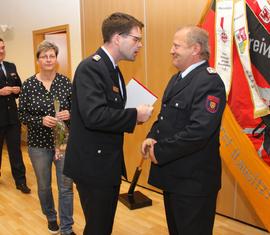 Vorstandsvorsitzender Robert Buder gratuliert Frank Gühler