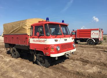 Geländefahrtraining der Freiwilligen Feuerwehr Forst (Lausitz) gemeinsam mit dem THW Ortsverband Forst (Lausitz) auf dem Boden des zukünftigen Cottbuser Ostsee´s