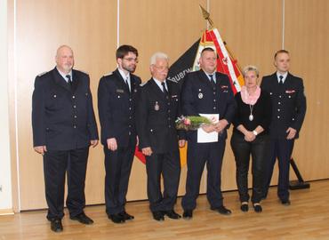 Vlnr: Carsten Brudek (stellv. KBM), Robert Buder (Vorsitzender KFV SPN), Andreas Britze (Stadtwehrführer), Thomas Aldermann, Simone Taubenek (Bürgermeisterin), Matthias Geigk (Leiter Untervand II KFV)