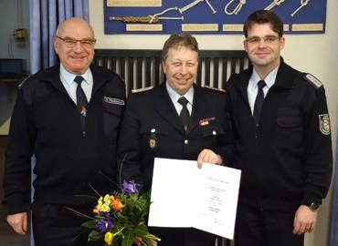 KFV-Vorsitzender Robert Buder (rechts) und sein Stellvertreter Siegmund Rückmann (links) berufen Thomas Nothnick zum neuen Fachbereichsleiter