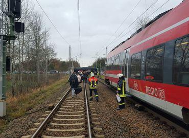 Ein Zug muss nach einem Unfall bei Kolkwitz evakuiert werden.