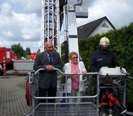 Auch mit 70 noch hoch hinaus, Jürgen mit Frau und Maschinist J. Baumgart