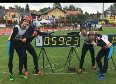 Die Männer nach ihrem erfolgreichen Lauf zum Vizeolympiatitel in der Disziplin 4x100m Feuerwehrstafette
