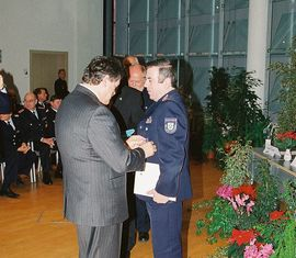 Ausgezeichnet mit dem Ehrenkreuz des Deutschen Feuerwehrverbandes in Silber,  ABM Manfred Karolczak
