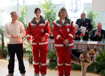 Ausgezeichnet mit dem Ehrenzeichen des KFv-SPN, die Rettungshundestaffel Forst - SPN
