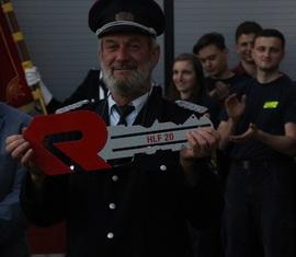 So einen Schlüssel bekommt man nicht alle Tage: Gemeindewehrführer Jürgen Rehnus muss ihn allerdings gleich weitergeben an die Ortswehrführung