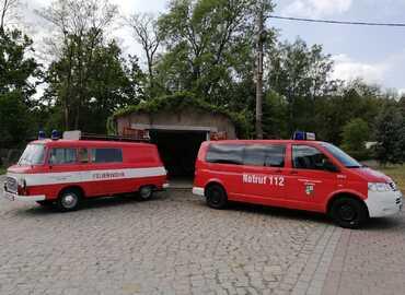 Alt (links) trifft neu (rechts) der B1000 hat ausgedient und wird durch ein Kleinlöschfahrzeug ersetzt.