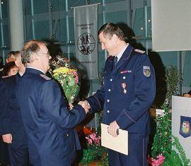 Das Feuerwehr-Ehrenzeichen in Silber für Kam. Jürgen Jurack