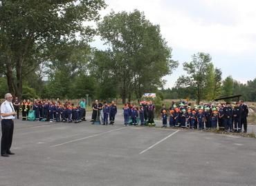 Kreisjugendwart Stefan Kothe teilt die 163 Mitglieder der Jugendfeuerwehr für die Pflegemaßnahmen ein