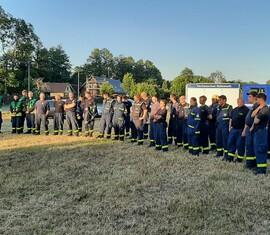 Feuerwehr und THW bei der gmeinsamen Einsatzbesprechung