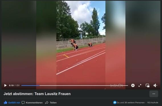 Auch so kann man die Hindernstrecke überwinden. Nur eine von zahlreichen Möglichkeiten, die das Team Lausitz sich hat einfallen lassen.